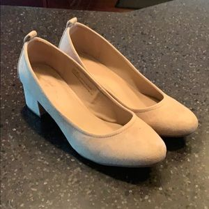 Tan suede pumps